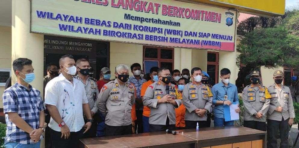 Polres Langkat Rilis Tersangka Dugaan Penganiayaan Di Kantor Desa Besilam Bl Wampu Halkahalki Com Peristiwa Halkahalki Com